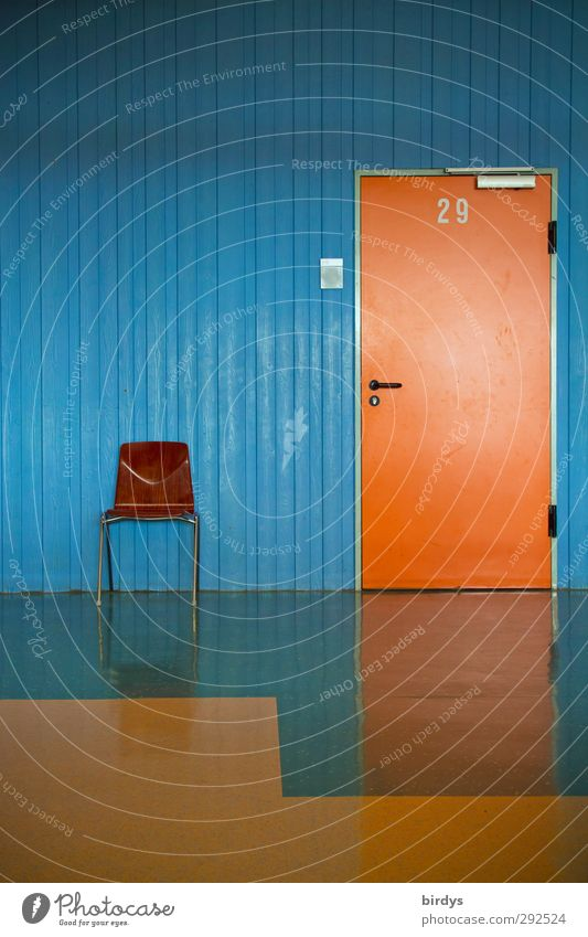 Klassenraum 29 Stuhl Raum Büro Schulgebäude Tür Ziffern & Zahlen glänzend Originalität Sauberkeit blau orange Ordnungsliebe Reinlichkeit sparsam Bildung