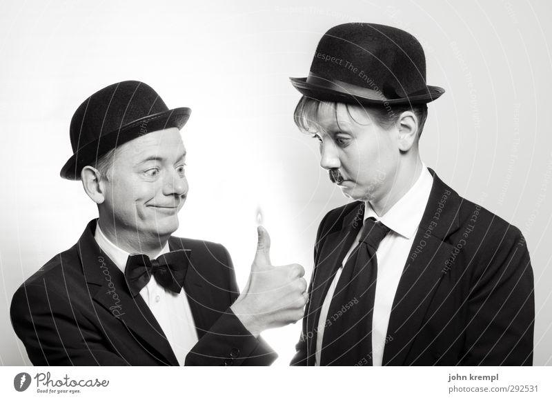 Alles ist erleuchtet maskulin Mann Erwachsene Freundschaft 2 Mensch Fliege Krawatte Hut Melone stehen heiß historisch lustig trashig Neugier skurril Wärme