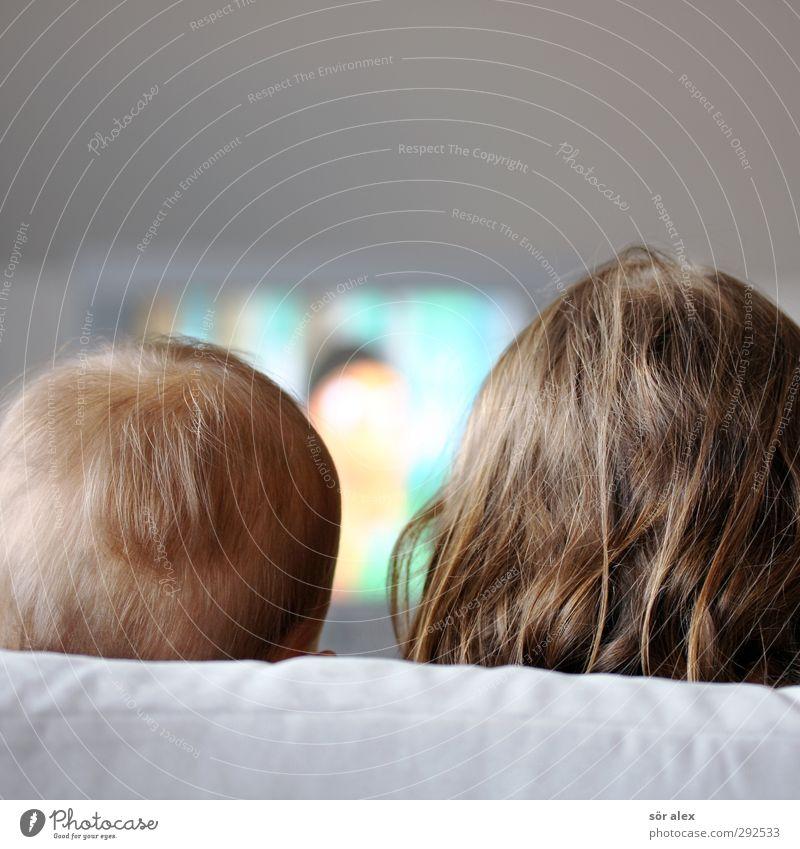 Röhrenbild Kindererziehung Bildung Fernseher Unterhaltungselektronik maskulin feminin Kleinkind Geschwister Bruder Schwester Kindheit Kopf Haare & Frisuren