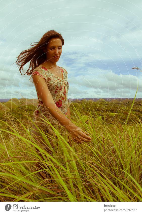 grass touch Frau Mensch genießen Gras stehen Schilfrohr Wiese Sommer Asien Hügel Berge u. Gebirge lachen Lächeln frei Freiheit Ferien & Urlaub & Reisen