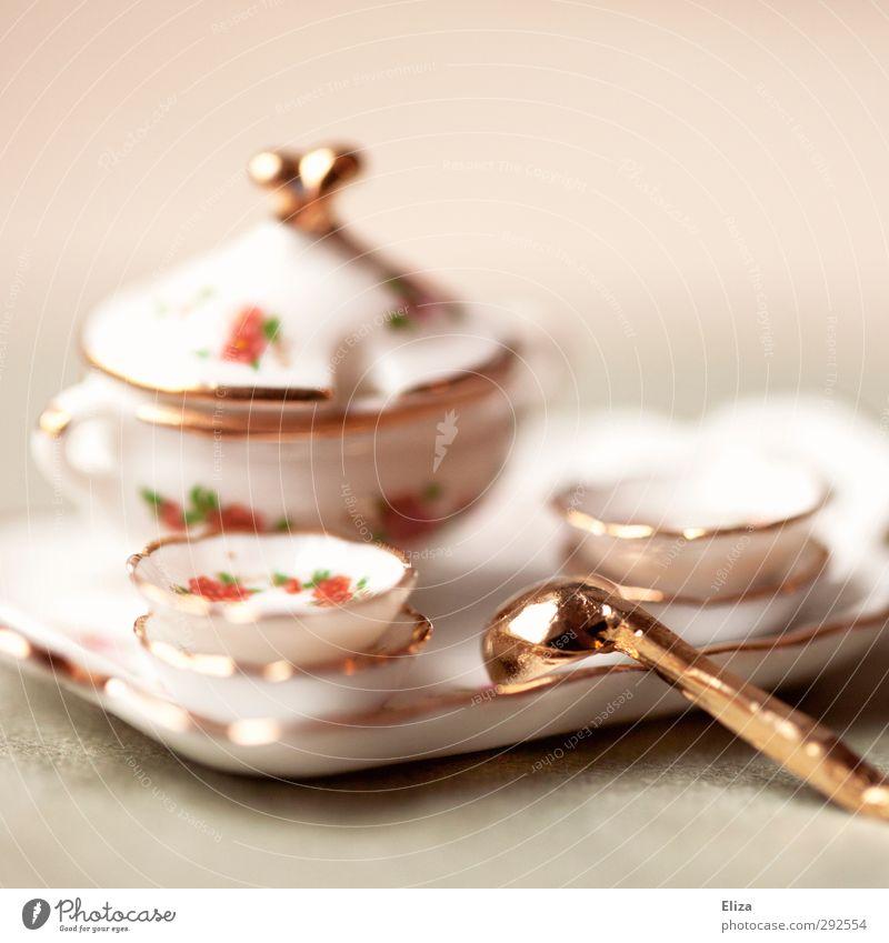 Tischlein deck dich Geschirr Teller klein Miniatur Puppengeschirr Porzellan Blume altmodisch altehrwürdig Tablett Suppenschüssel Speise Häusliches Leben
