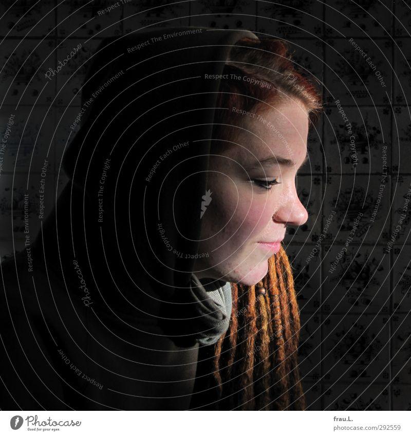 im Roten Haubarg Frau Jugendliche schön Junge Frau 18-30 Jahre Gesicht Erwachsene feminin natürlich Haare & Frisuren außergewöhnlich Zufriedenheit authentisch