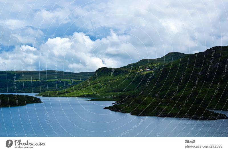 Urlaub auf der Insel III Landschaft Wasser Himmel Wolken Gras Hügel Seeufer Republik Irland blau grün weiß Zufriedenheit Farbfoto Außenaufnahme Tag Licht