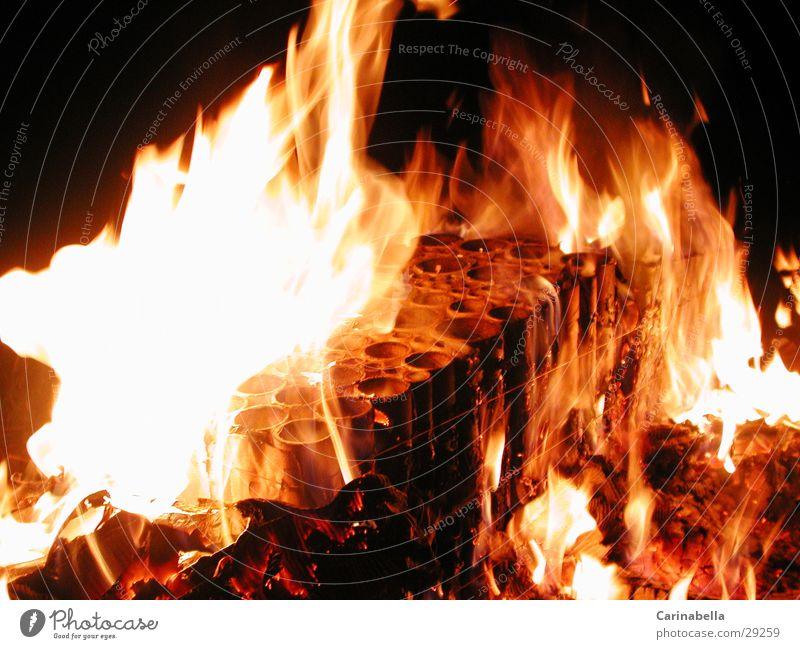 Feuer brennen Nachtfeuer obskur Brand Eisenrohr