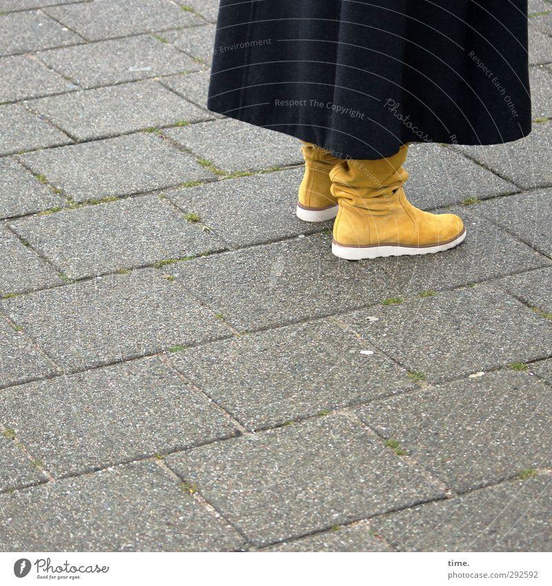 Marlene Mensch Stadt ruhig feminin Wege & Pfade Fuß elegant ästhetisch planen Gelassenheit Stiefel Mantel beweglich Mittelpunkt Ordnungsliebe gewissenhaft