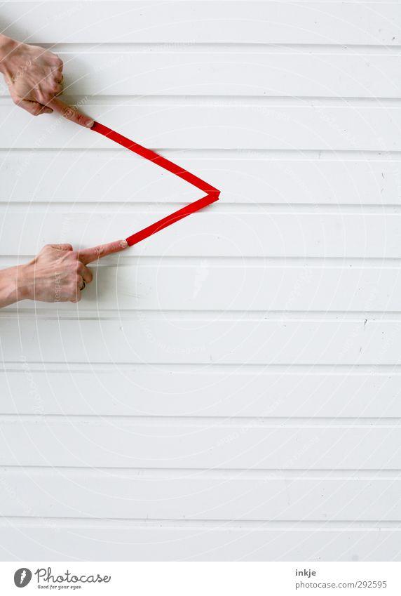 Wünschelrutengänger Mensch weiß Hand rot Wand Leben Spielen Wege & Pfade Mauer Linie Fassade Freizeit & Hobby Kommunizieren Ecke Spitze Zeichen