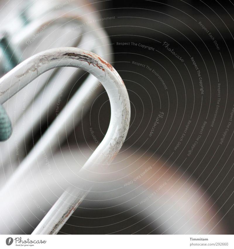 Auf Achse. Metall Blick authentisch einfach fest weiß Gefühle Raumeindruck Halterung dunkel unterwegs Kratzspur Ferien & Urlaub & Reisen Eisenbahn Farbfoto