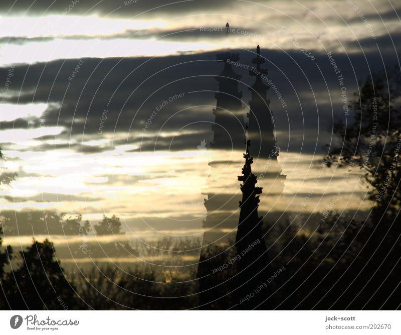 X Kreuzberg im Zwielicht Himmel Wolken Klima Schönes Wetter Park Denkmal leuchten fantastisch historisch Warmherzigkeit Weisheit träumen Surrealismus Irritation