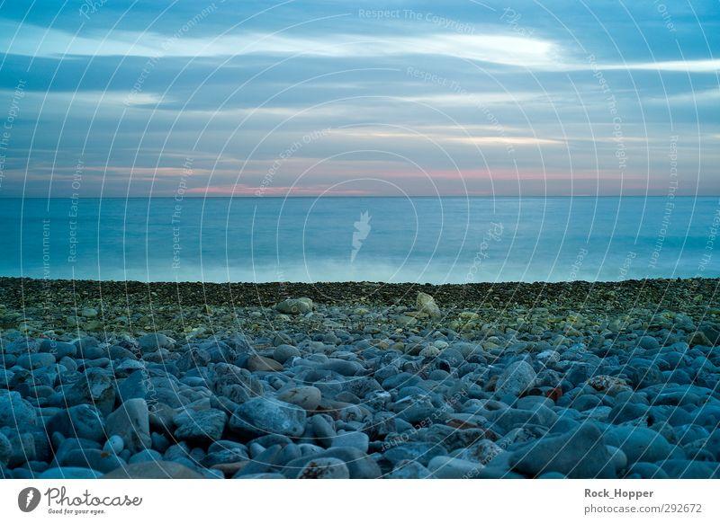 Blaue See Landschaft Wasser Himmel Wolken Nachthimmel Horizont Felsen Wellen Küste Strand Meer Mittelmeer Nizza Frankreich Europa Stadt Menschenleer Schifffahrt