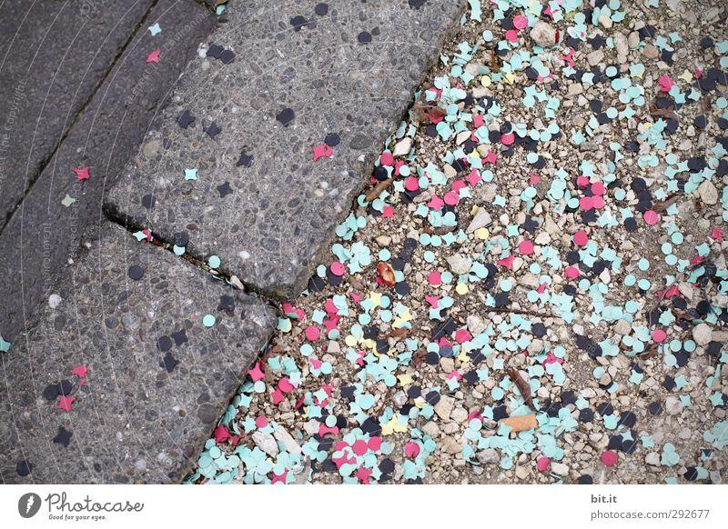 Schere, Stein, Papier Freude Straße Wege & Pfade lustig klein Feste & Feiern Party liegen rosa dreckig Fröhlichkeit Papier rund Lebensfreude Karneval türkis