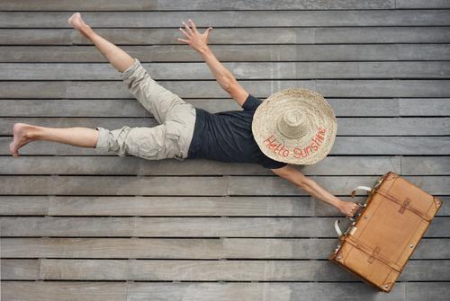 #AS# Urlaubsmodus Mensch maskulin 1 Kunst Freude Glück Ferien & Urlaub & Reisen reisend Geschwindigkeit Hut Koffer Leder fliegen Urlaubsstimmung Urlaubsverkehr