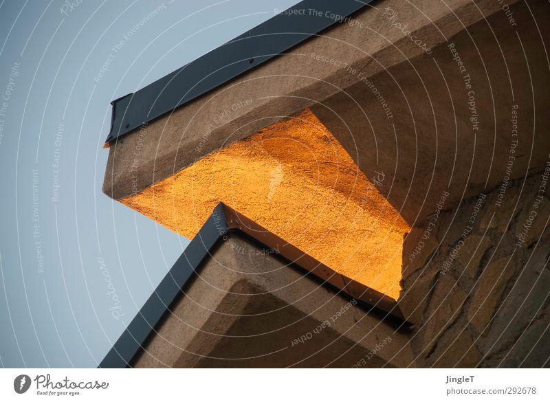 Goldener Schnitt Haus Einfamilienhaus Gebäude Architektur Ferienhaus Fassade Dach Ortgang Dachgiebel Pultdach Auskragung natürlich Wärme blau braun gold ruhig