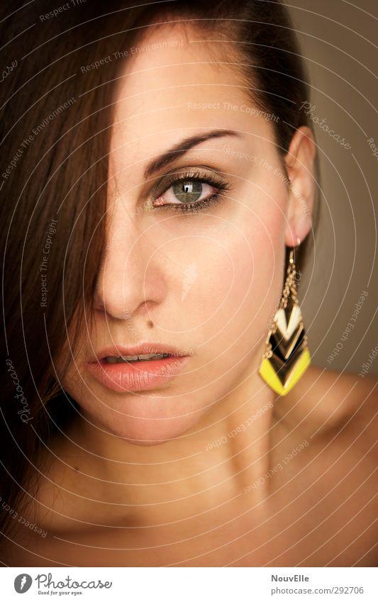 Pride and Prejudice. Mensch feminin Junge Frau Jugendliche Leben Gesicht 1 18-30 Jahre Erwachsene Accessoire Ohrringe Haare & Frisuren brünett langhaarig
