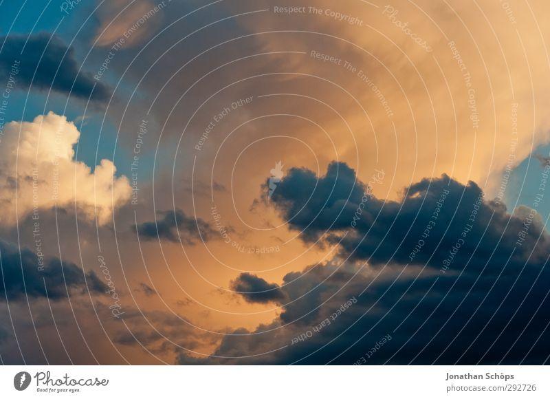 Korsika XVI Himmel blau Himmel (Jenseits) Wolken Umwelt Freiheit orange Hoffnung Unendlichkeit Kitsch Frieden erleuchten Blauer Himmel himmelwärts Wolkendecke