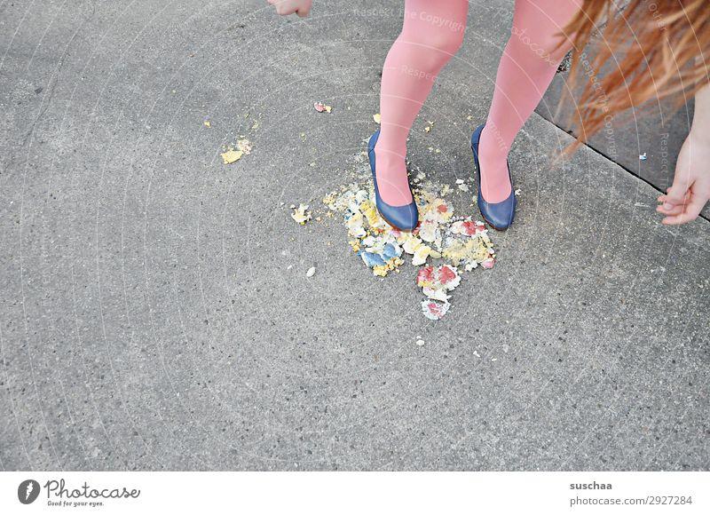 ostern is rum dreckig kaputt Ostern Osterei Füße Beine Damenschuhe Mädchen Jugendliche Junge Frau dumm Übelriechend verrückt Haare & Frisuren Eierschale