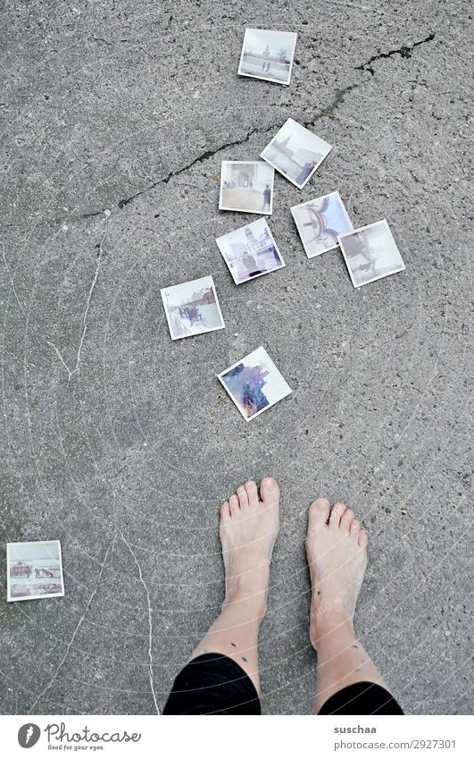 1600 fotos Frau Beine Füße Zehen Barfuß nackt Straße Asphalt Fotografie analog altmodisch retro Erinnerung Trauer Nostalgie Vergangenheit Vergänglichkeit