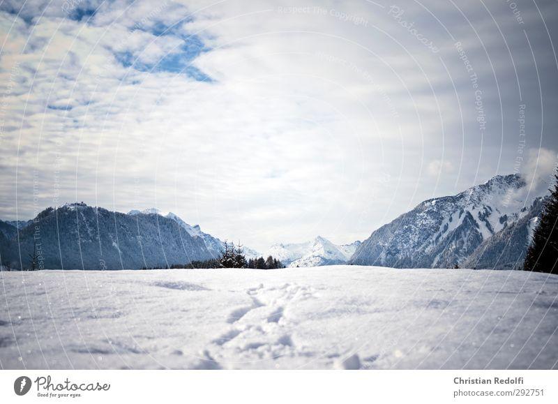 Spaziergang Tourismus Ausflug Winter Schnee Winterurlaub Berge u. Gebirge wandern Natur Landschaft Himmel Wolken Hügel Gipfel Schneebedeckte Gipfel frieren