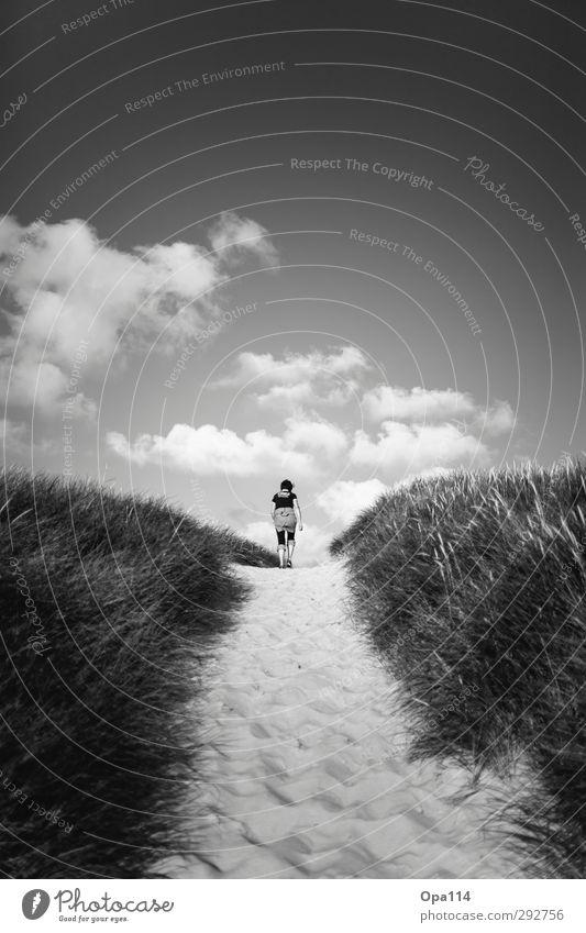 """Long Way Home II Mensch feminin Frau Erwachsene Mutter 1 30-45 Jahre Umwelt Natur Landschaft Sommer Nordsee wandern Unendlichkeit schwarz weiß Freiheit """"Sylt"""