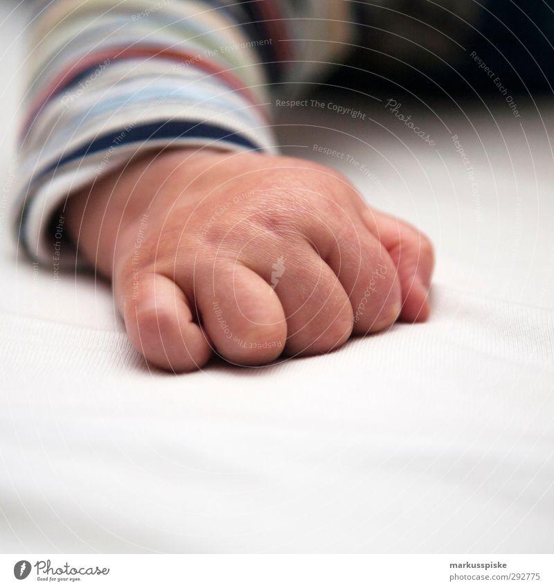 kinder hand Mensch Kind Hand Freude Bewegung Junge Glück natürlich Körper Kindheit maskulin Haut Baby Fröhlichkeit Finger niedlich
