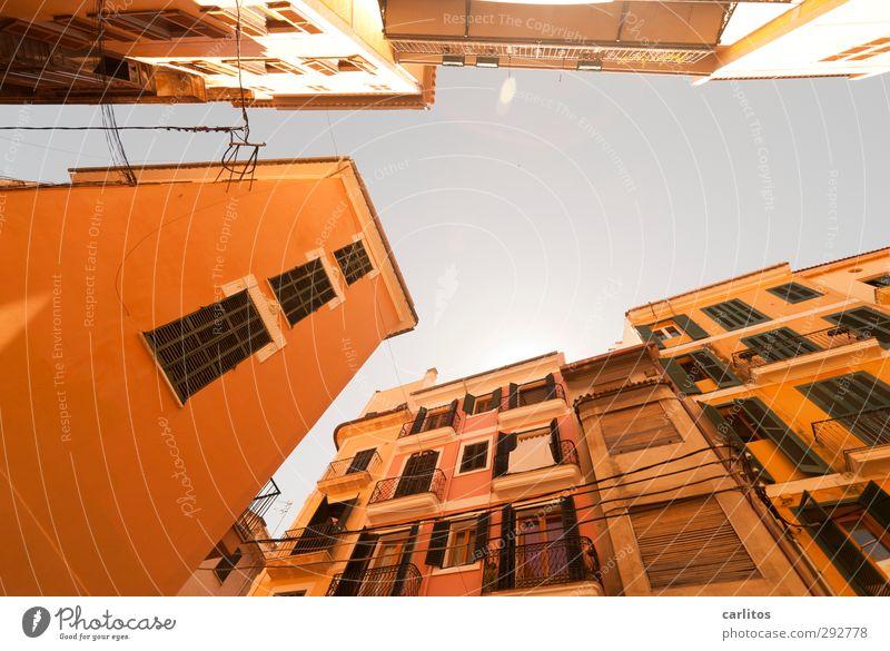 Noch 7 Wochen bis zur Sommerzeit Ferien & Urlaub & Reisen alt Haus Fenster Wärme Wand Architektur Mauer Gebäude Luft rosa Fassade Schönes Wetter Geländer