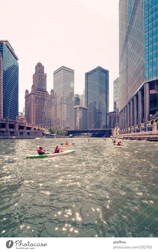 down town Wolkenloser Himmel Schönes Wetter Fluss Chicago Fluß USA Stadt Stadtzentrum Skyline Hochhaus ästhetisch außergewöhnlich Paddeln Kanu Freude