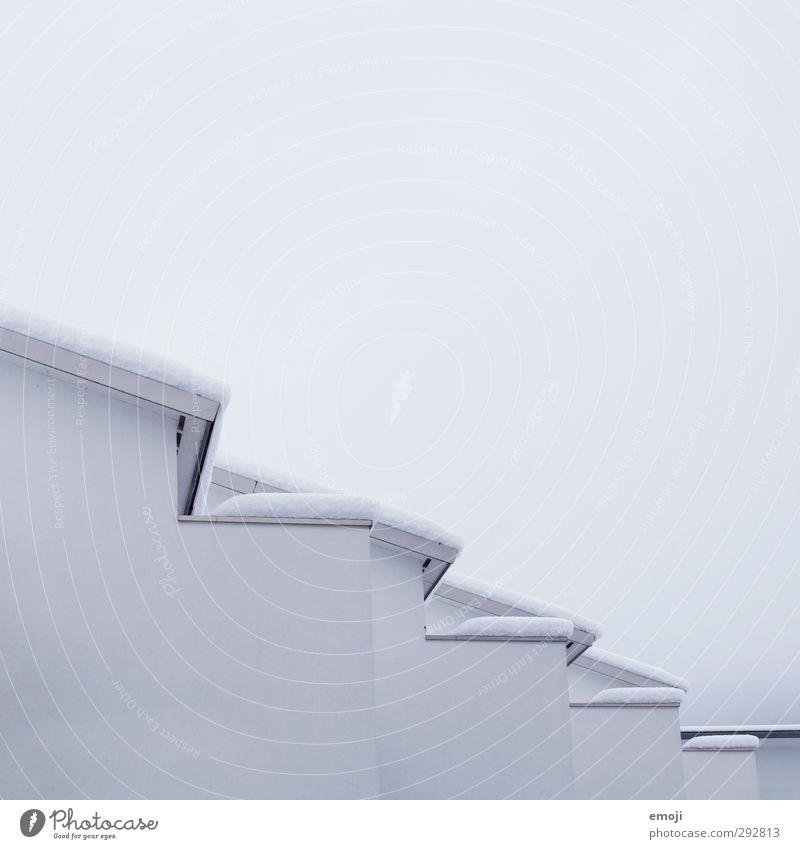 jetzt mal zackig! Himmel Natur weiß Winter Haus Umwelt kalt Wand Schnee Mauer Fassade Dach Mehrfamilienhaus