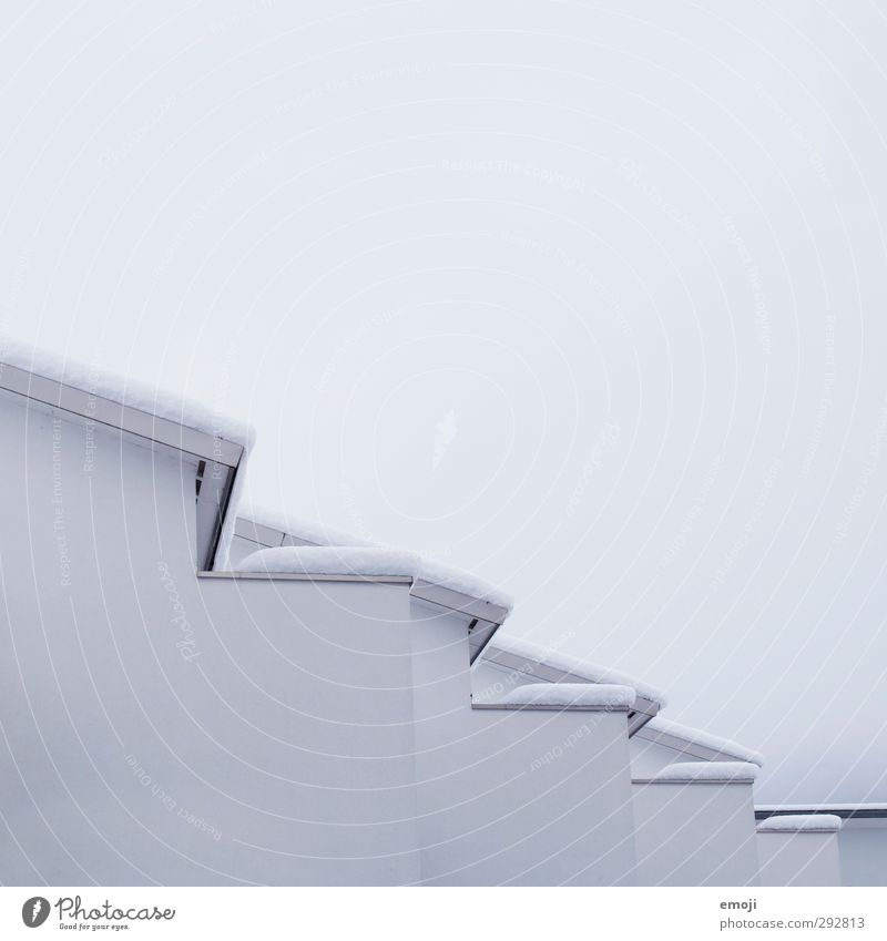 jetzt mal zackig! Umwelt Natur Himmel Winter Schnee Haus Mauer Wand Fassade Dach kalt weiß Mehrfamilienhaus Farbfoto Gedeckte Farben Außenaufnahme Menschenleer