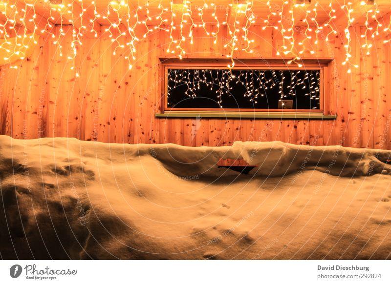 Glänzender Ausblick Weihnachten & Advent blau Ferien & Urlaub & Reisen weiß Winter Erholung Haus gelb Fenster Berge u. Gebirge Wand Schnee Mauer Lampe Eis