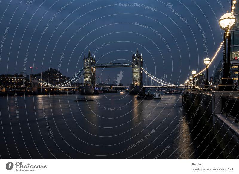Am Flussufer in London. Ferien & Urlaub & Reisen Tourismus Ausflug Sightseeing Städtereise Werbebranche Energiewirtschaft Business Kunst Architektur Umwelt