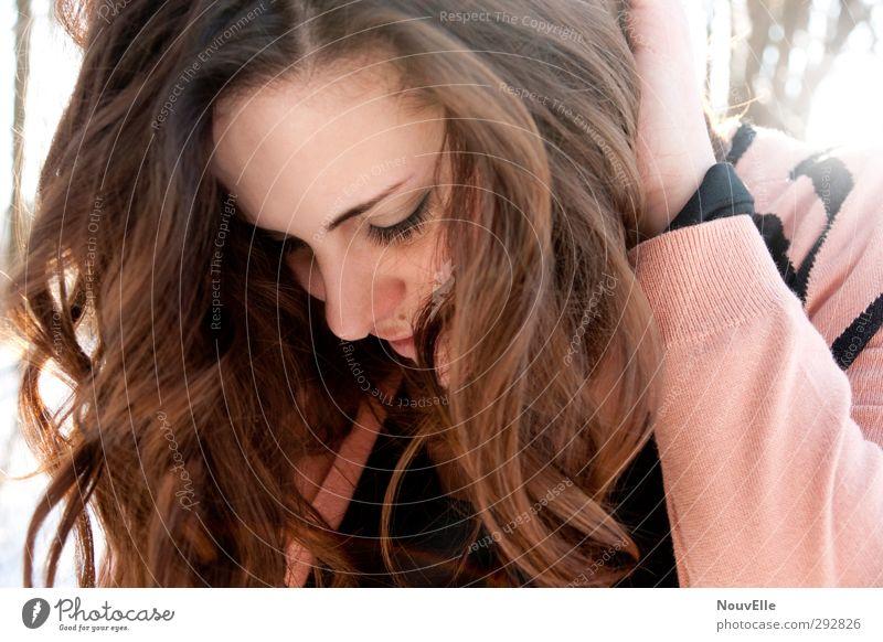 It's time. Mensch Junge Frau Jugendliche Leben 1 18-30 Jahre Erwachsene Mode Jacke Haare & Frisuren brünett Locken Freundlichkeit Fröhlichkeit frisch Glück hell