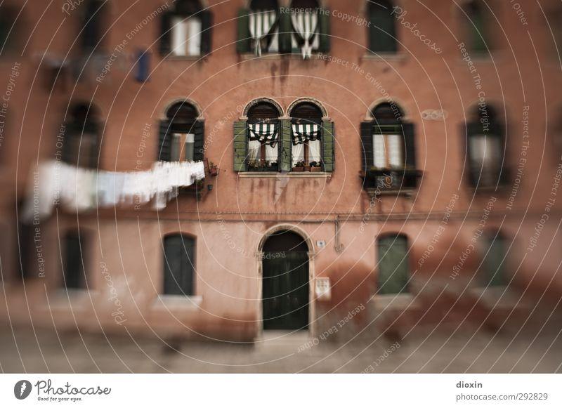 Murano Ferien & Urlaub & Reisen Haus Fenster Architektur Gebäude Tür Fassade Tourismus Bekleidung Italien Dorf Bauwerk Wäsche waschen hängen Wohnhochhaus