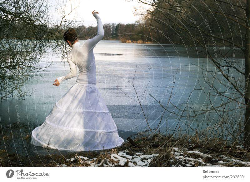 Schneeweißchen Mensch Frau Natur Wasser Pflanze Baum Landschaft Winter Erwachsene Umwelt kalt feminin Küste See Eis Körper