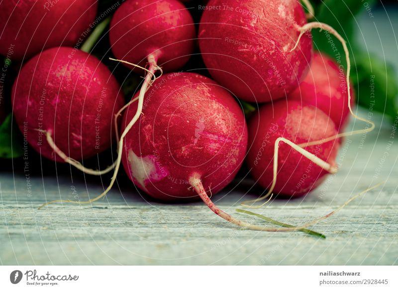 frisches Radieschen Lebensmittel Gemüse Ernährung Bioprodukte Vegetarische Ernährung Lifestyle Gesundheit Gesunde Ernährung lecker natürlich saftig schön grau