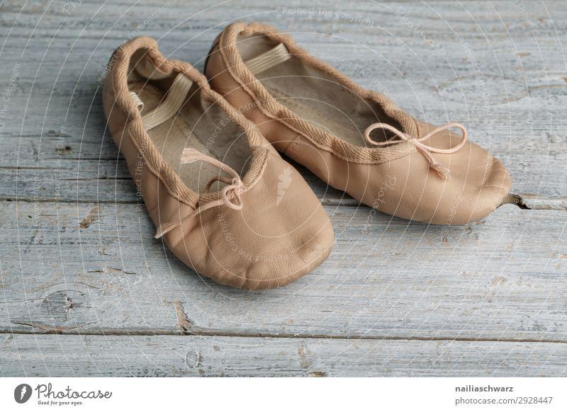 Balettsschläpchen Sport Tanzen Tanzschule Ballettschuhe Bekleidung Schuhe Turnschuh schläppchen Holz Leder alt authentisch einzigartig retro schön grau rosa