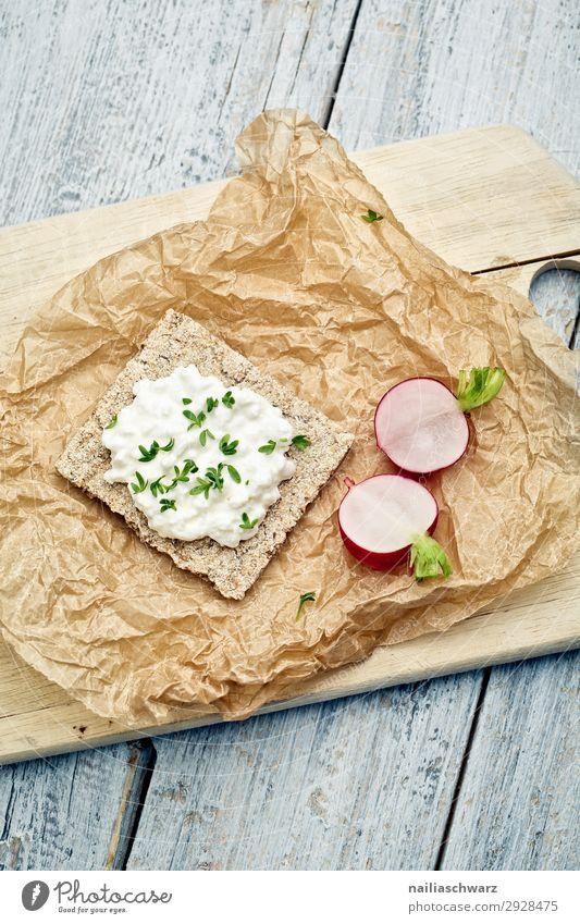 Knäckebrot mit Radieschen und Frischkäse Lebensmittel Gemüse Teigwaren Backwaren Kräuter & Gewürze Kresse Ernährung Bioprodukte Vegetarische Ernährung