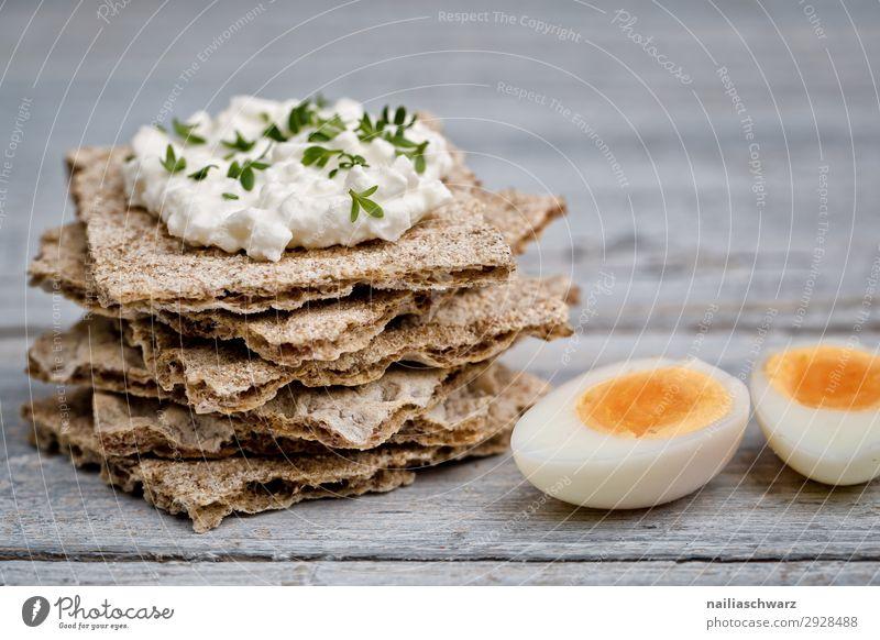 Knäckebrot mit Frischkäse und Perlhuhneier Lebensmittel Käse Milcherzeugnisse Teigwaren Backwaren Brot Kräuter & Gewürze Ei Ernährung Bioprodukte
