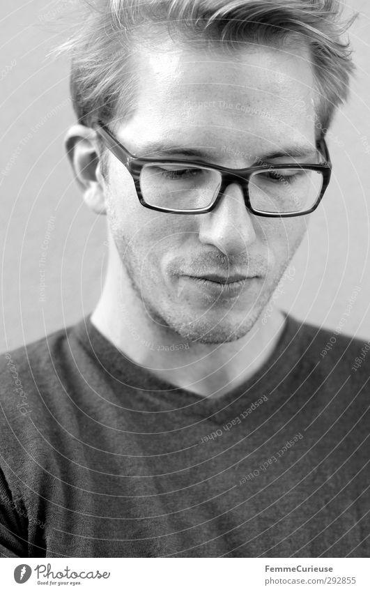 Klassisch. maskulin Junger Mann Jugendliche Erwachsene Bart 1 Mensch 18-30 Jahre 30-45 Jahre Brille kurzhaarig Scheitel Dreitagebart ästhetisch Langeweile Stil