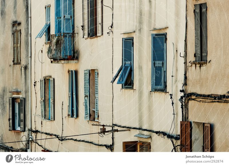 Korsika XXIII ästhetisch Süden Farbfoto Außenaufnahme Menschenleer Mauer Stein alt historisch Fenster aufwärts Architektur Wand Bauwerk Häusliches Leben