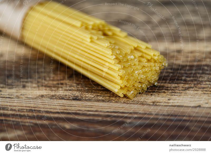 Spaghetti Lebensmittel Teigwaren Backwaren Nudeln Ernährung Abendessen Vegetarische Ernährung Italienische Küche Holz braun gelb Farbe genießen Kraft Farbfoto