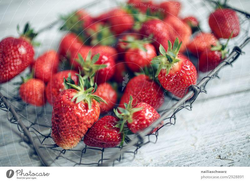 Frische Erdbeeren Gesunde Ernährung Sommer Farbe rot Gesundheit Lebensmittel Lifestyle natürlich grau Frucht süß genießen kaufen einfach lecker