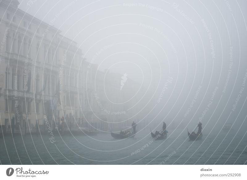 schemenhaft Ferien & Urlaub & Reisen Wasser Haus Wasserfahrzeug Wetter Nebel Verkehr Tourismus Italien geheimnisvoll Verkehrswege Schifffahrt Stadtzentrum