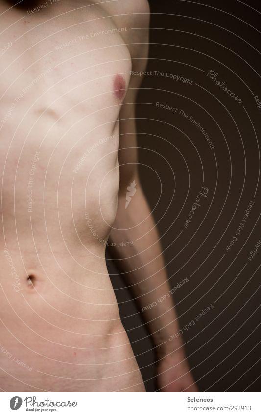 40 Tage fasten Mensch maskulin Mann Erwachsene Körper Haut Brust Arme 1 Diät dünn nackt Muskulatur Bauchnabel Farbfoto Innenaufnahme Schwache Tiefenschärfe