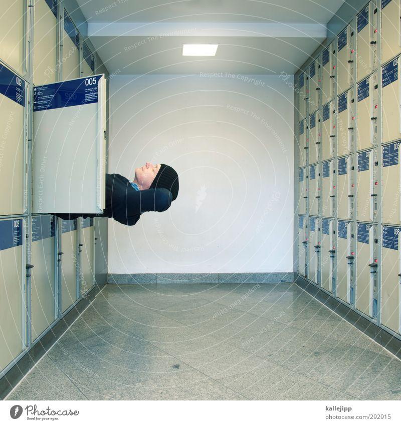 fachexperte Mensch Mann Erwachsene Innenarchitektur Kopf maskulin warten schlafen Pause eng Bahnhof Schrank 30-45 Jahre Klappe Schließfach stecken