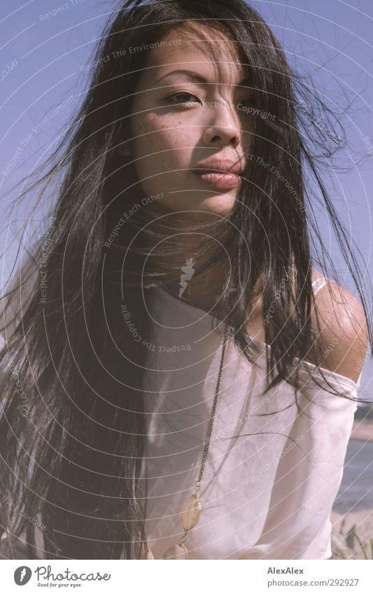 Fräulein T im Photoshopnebel Jugendliche blau schön Junge Frau Gesicht Erwachsene Erotik 18-30 Jahre außergewöhnlich elegant Ausflug ästhetisch Coolness