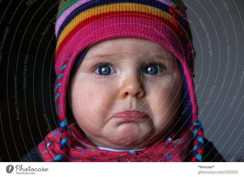 schippe schön feminin Gefühle Traurigkeit Kindheit Baby Trauer Schutz Kleinkind Mütze Schmerz weinen Fürsorge Frustration schmollen 0-12 Monate