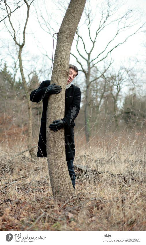 Mein Mann - HOT LOVE Freude Freizeit & Hobby Ausflug Erwachsene Leben 1 Mensch 30-45 Jahre Umwelt Natur Herbst Winter Klima Baum Baumstamm Wald Mantel