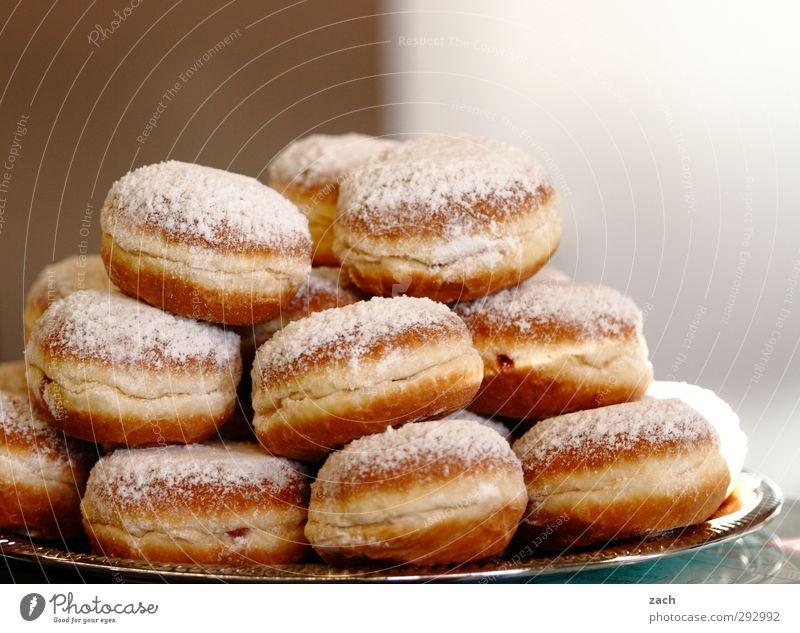 Hot Love | Verführung Essen braun Lebensmittel Zufriedenheit Ernährung süß rund Appetit & Hunger Übergewicht Karneval lecker Süßwaren Kuchen Teller Diät