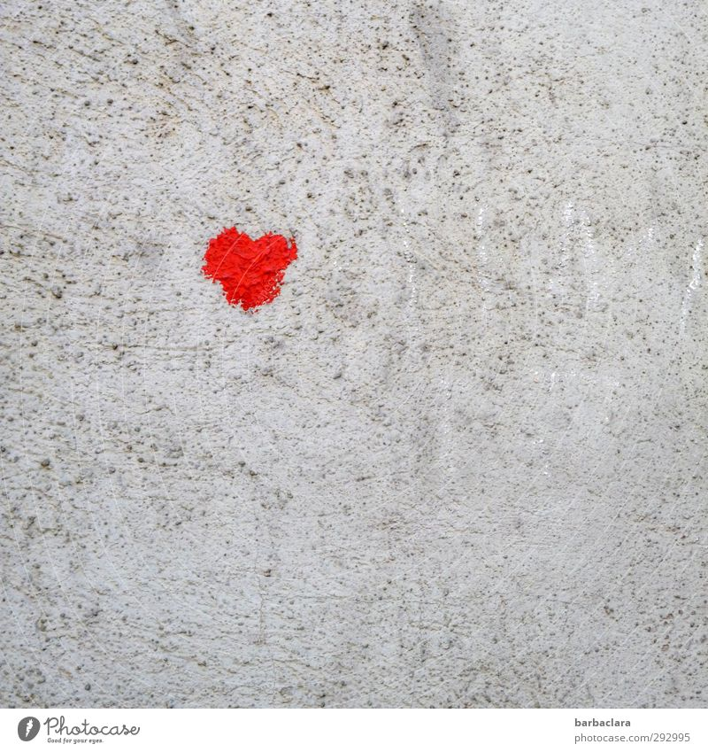 HOT LOVE | Herzilein Farbe rot Erotik Freude Wand Liebe Gefühle Mauer Glück klein grau Fassade Freundschaft niedlich Romantik