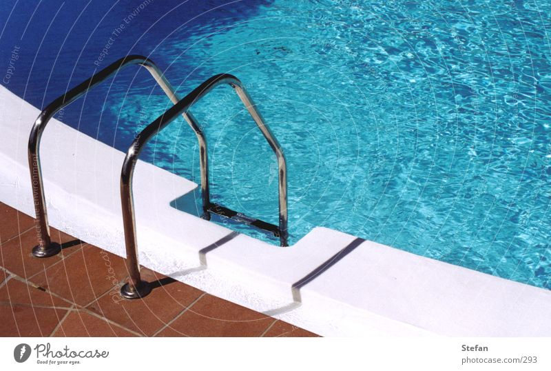 Pooldays#1 Schwimmbad Ferien & Urlaub & Reisen Club Dia Bikini Badeanzug Bar Wasser blau Leiter water swimming