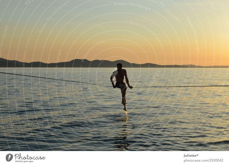 Slackline Mensch Himmel Ferien & Urlaub & Reisen Sommer Wasser Strand Sport Stil Tourismus Freiheit Freizeit & Hobby maskulin Körper Kraft Abenteuer